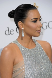 Kim-Kardashian-De-Grisogono-Party-Cannes-2016-Red-Carpet-Fashion-Yan-Lu-Couture-Tom-Lorenzo-Site-3